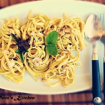 Linguini με καπνιστό σολωμό και pesto βασιλικού