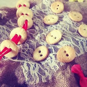 pandoras-kitchen-blog-greece-cookies-buttons-ribbons-diy