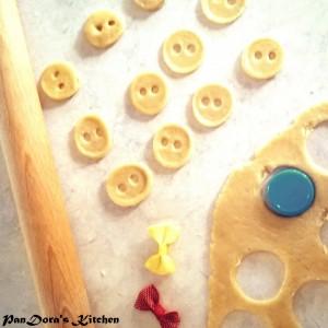 pandoras-kitchen-blog-greece-button-bows-ribbons-diy