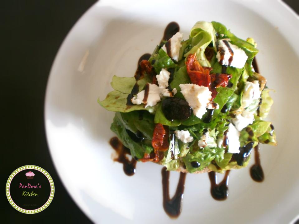 pandoras-kitchen-blog-greece-πράσινη σαλάτα με λιαστή ντομάτα και μυζήθρα-BHMAgourmet-foodblogawards-masoutis
