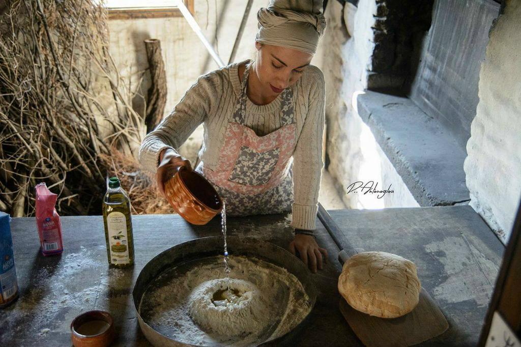 ψωμί-Χωριάτικο ψωμί στον παραδοσιακό ξυλόφουρνο της Βολισσού-χίος-vimagourmet