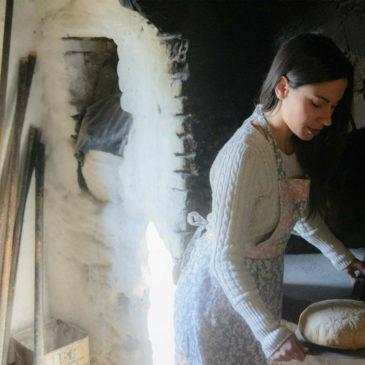 Χωριάτικο ψωμί στον παραδοσιακό ξυλόφουρνο της Βολισσού