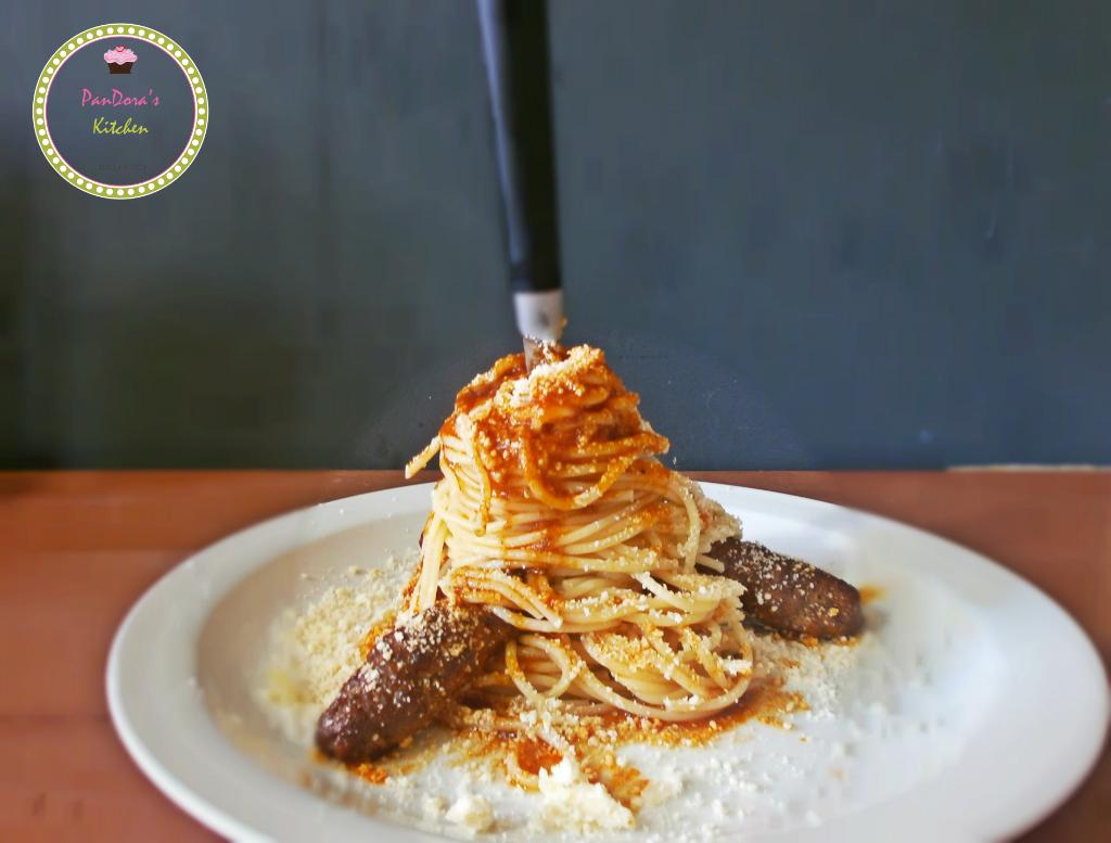 Σουτζουκάκια Σμυρναίικα με μακαρόνια-μακαρόνια-πολίτικη κουζίνα-σάλτσα