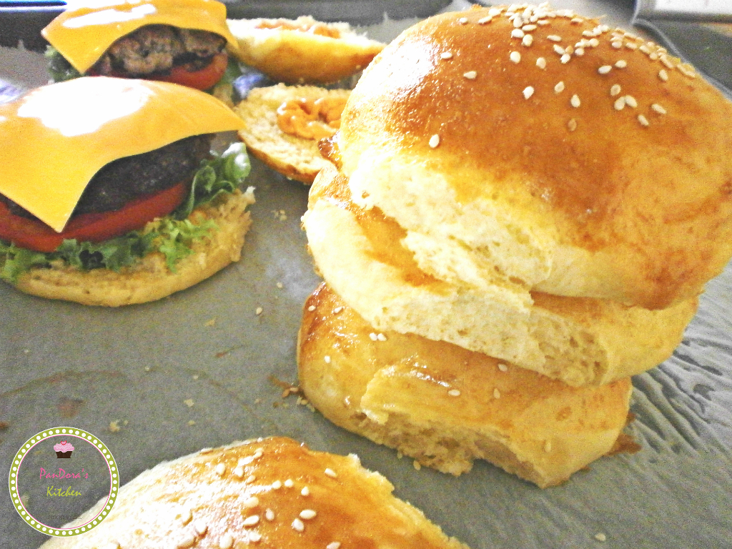 burger-ψωμάκια για burger-μπιφτέκι-τυρί-ψωμί