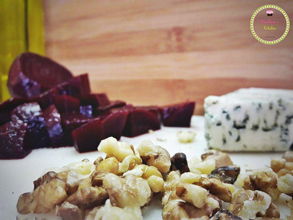 παντζαροσαλάτα-καρύδι-ροκφόρ-χριστουγεννιάτικη συνταγή