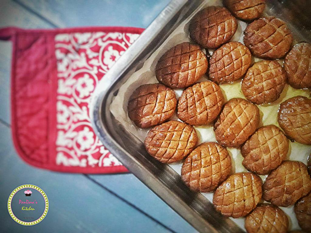 Τραγανά και ζουμερά μελομακάρονα-παραδοσιακά μελομακάρονα-σιρόπι-χριστούγεννα