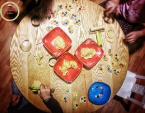 Ζαχαροπλαστική: Μια δημιουργική απασχόληση για παιδιά-εργαστήριο για παιδιά-παιδί-νήπιο