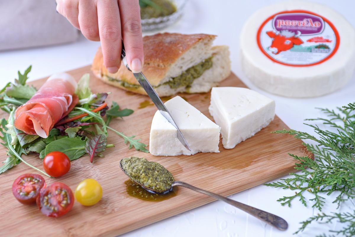 σάντουιτς-μαστέλο-τυρί-χίος