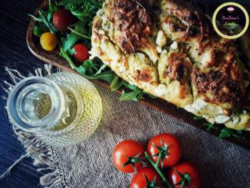 τυρόψωμο-pesto-μαστέλο-ντομάτα-τυρί-ψωμί