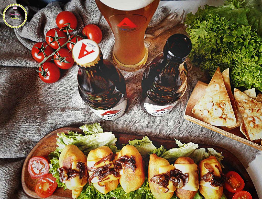 Corn dogs με καραμελωμένα κρεμμύδια-μπύρα-μπύρα ΑΛΦΑ-ΑΛΦΑ-λουκάνικο-τυρί