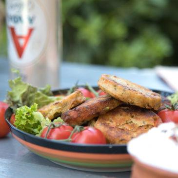 Κεφτεδάκια λαχανικών με δροσερή σάλτσα γιαουρτιού